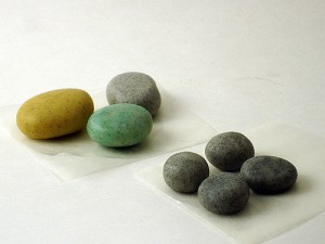 Polymer Clay Rocks, av Angela Mabray, CC BY-NC 2,0, Flickr